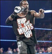 Quel catcheur arrivait sur le ring en criant et chantant « What's Up » ?