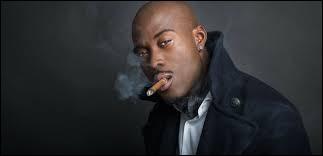"""Lequel de ces rappeurs français a fait polémique avec sa chanson """"Doux Pays"""" où il critique la France ?"""