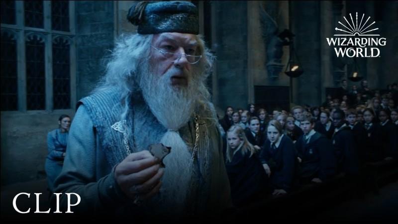 Pourquoi le/la quatrième élu(e) au Tournoi se fait crier dessus quand Dumbledore a reçu le petit bout de papier ?