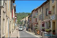 Nous terminons notre balade en région P.A.C.A., à Villelaure. Ville du parc naturel régional du Luberon, il se situe dans le département ...