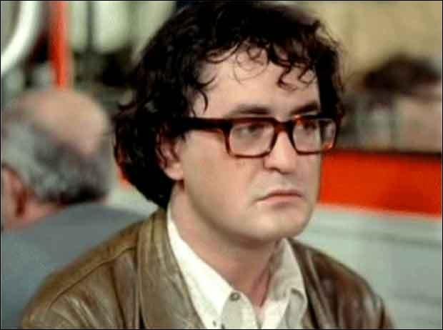 """Il est Antoine, l'ami de Noiret dans """"L'Horloger de Saint-Paul""""; il est ensuite l'expérimentateur piégé dans """"I...comme Icare"""", et Joseph Delpich dans """"Chocolat"""" de Claire Denis : c'est ..."""