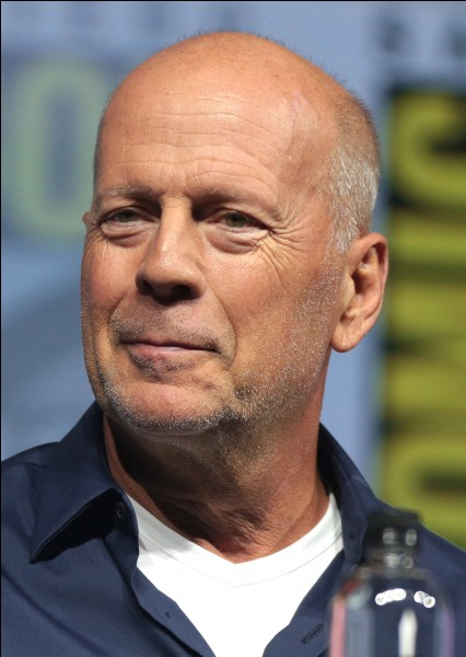 """Dans quel film avec Bruce Willis, l'acteur Haley Joel Osment dit : """"Je vois des gens qui sont morts"""" ?"""