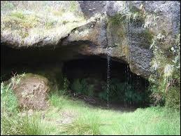 Sur quelle île peut-on soir la caverne des Fées ?