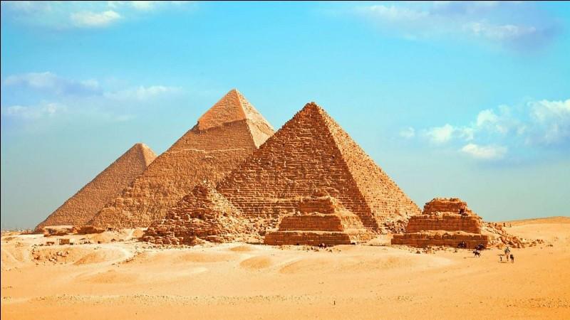 Le chat était vénéré en Égypte à une certaine époque. Comment s'appelait la chatte reine d'Égypte d'après des mythes ?