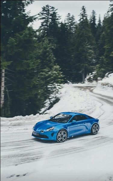 Quels sont la marque et le modèle de cette voiture ?