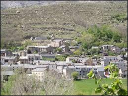 Pour commencer cette nouvelle balade, je vous emmène dans le Languedoc-Roussillon, à Angoustrine-Villeneuve-des-Esclades. Nous sommes dans le département ...