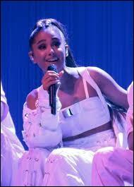 Quand a-t-elle lancé sa chaîne Youtube et sa carrière musicale ?