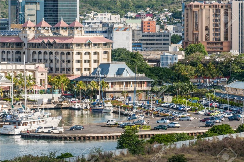 Port-Louis est la capitale de quel pays ?