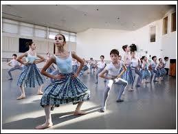 Comment surnomme-t-on un jeune élève de l'école de dans de l'Opéra de Paris ?