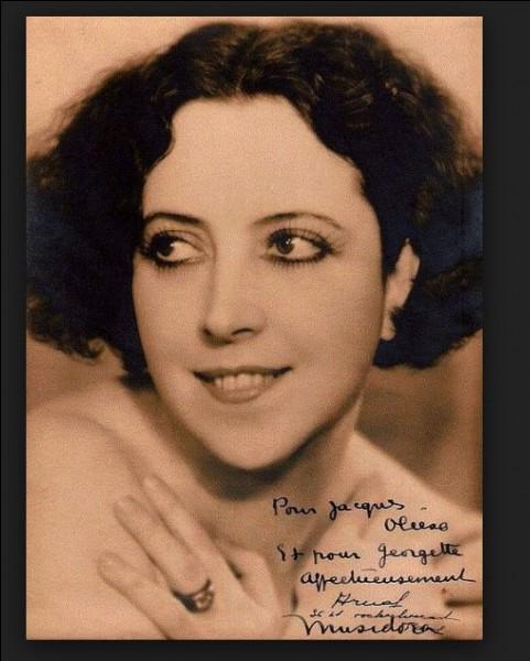 Musidora, actrice, première vamp, dixième muse, mais aussi chanteuse. Certaines de ses chansons sont aujourd'hui reprises par la chanteuse Marie-claude Cherqui qui tient à faire renaître le mythe et qui n'est autre que la petite nièce de Musidora.