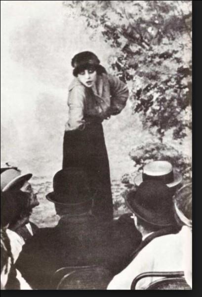 """1917- Musidora sera Dolores Melrose dans le film d'André Hugon """"Chacals"""". Ce sera sa seule et unique contribution dans cette catégorie de films classés..."""