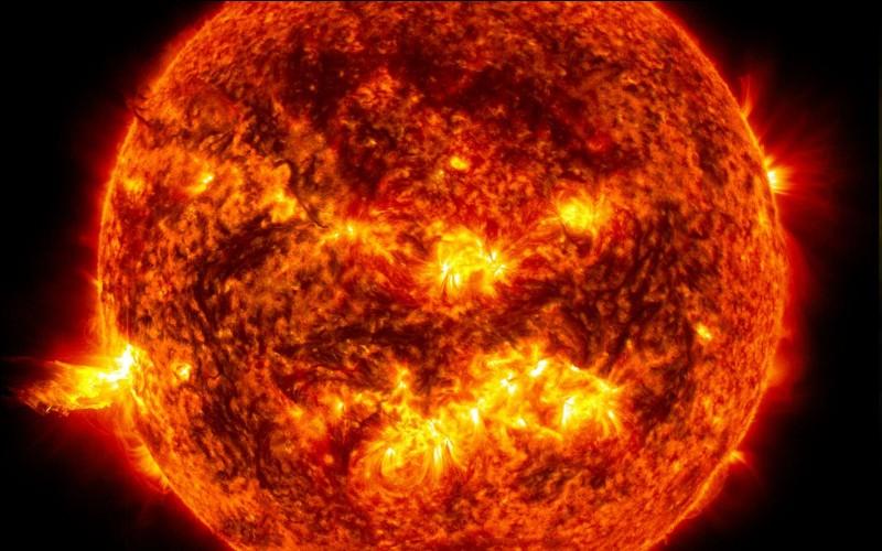 Le Soleil contient principalement...