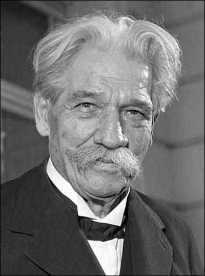 Ce médecin et pasteur, connu pour son hôpital qu'il développe dans la forêt équatoriale à partir de 1913, a reçu le prix Nobel de la paix en 1952. C'est ... Schweitzer