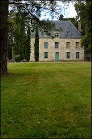 Je vous propose de partir dans la Sarthe à la découverte du château de la Haille, à Chahaignes. Nous sommes en région ...