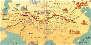 Comment appelle-t-on la route qui relie d'est en ouest la Chine à la Méditerranée ?