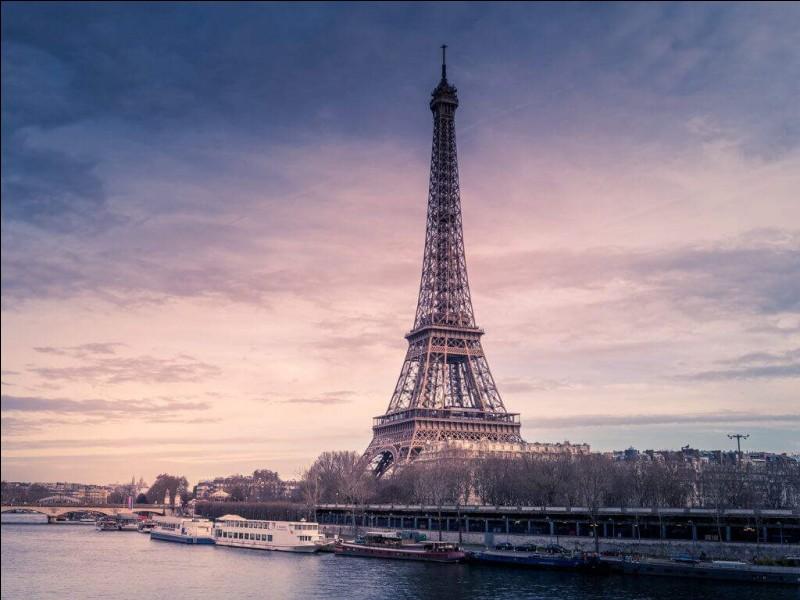 """En combien de volumes le roman-feuilleton d'Eugène Sue """"Les Mystères de Paris"""" tient-il ?"""