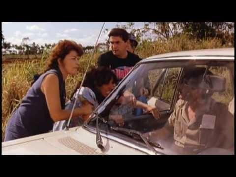 Ce road-movie, qui suit la mort soudaine de Georgina, est un prétexte à montrer les réalités cubaines, quarante ans après le triomphe de la révolution castriste. C'est ...