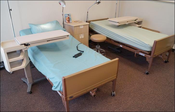 Quand une personne ne se sent pas bien et souhaite se reposer quelques heures, chaque infirmerie dispose des chambres de...