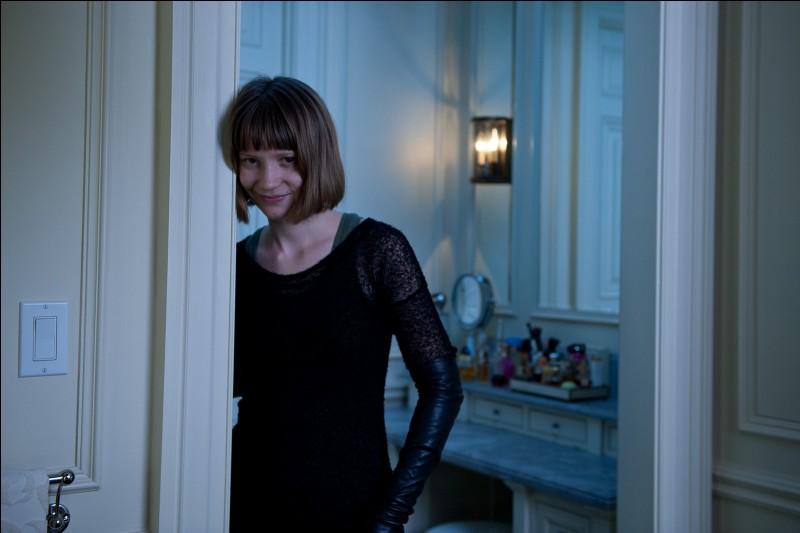 Quel est le personnage joué par Mia Wasikowska ?