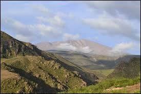 Où se situe le volcan Tata Jachura ?