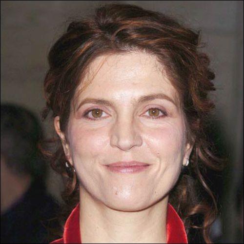 """Actrice, elle a joué dans """"On connaît la chanson"""", de Resnais ; elle est aussi scénariste et réalisatrice du film """"Le Goût des autres"""". C'est ... Jaoui."""