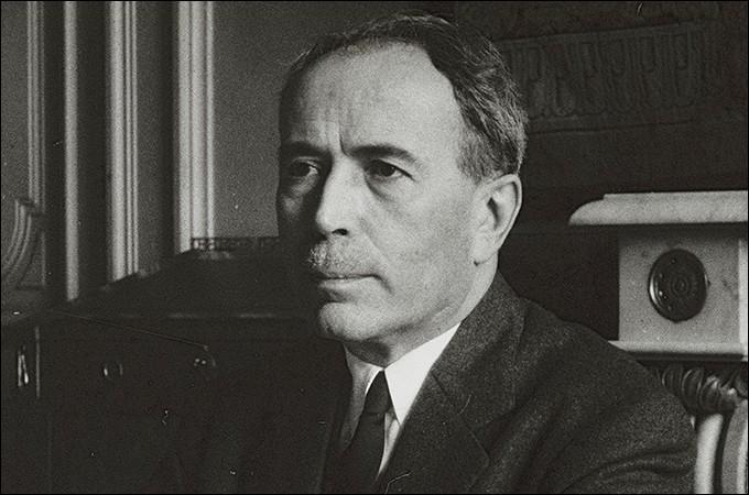 Cet homme politique, plusieurs fois ministre et particulièrement ministre des finances sous la IVe République, président du Conseil en 1952, c'est ... Pinay.
