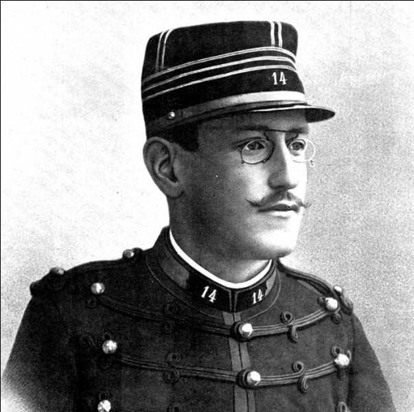 Cet officier, accusé d'avoir livré des documents secrets français à l'Allemagne, condamné en 1894, finalement totalement innocenté, a été au centre d'une affaire qui a bouleversé la société française pendant douze ans. Il se prénomme ...