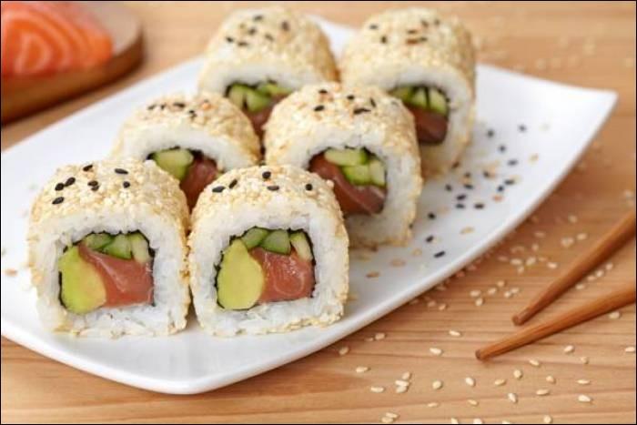 Les rouleaux (sushis) californiens ont été inventés par un chef à San Fransisco.