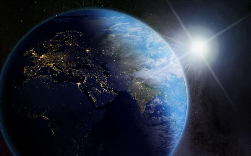 Combien de temps faut-il à la Terre pour tourner sur elle-même ? Comment se nomme ce phénomène scientifique ?