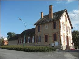 Commune de l'ancienne région Auvergne, dans les Basses Marches du Bourbonnais, Luneau se situe dans le département ...