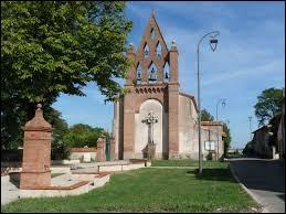 Vous avez sur cette image l'église Saint-Hilaire de Montclar-Lauragais. Commune d'Occitanie, dans l'aire urbaine Toulousaine, elle se situe dans le département ...