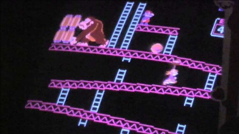 Elle existe depuis le jeu Donkey Kong, fut sauvée par un certain Jumpman et devint la petite amie de Mario par la suite. Elle n'est pas une princesse et est un modèle rare à obtenir dans Mario Kart Tour. Qui est-elle ?