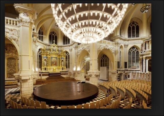 Classée aux monuments historiques depuis 1910, transformée en auditorium depuis peu, la Chapelle Corneille offre aux amateurs de musique baroque une acoustique hors norme grâce à une singulière et géante sphère scéno-acoustique. Où se situe ce grand auditorium de Normandie ?