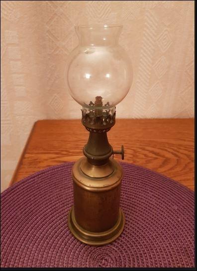 """Brevetée le 9 juin 1884 sous le numéro 162634, produite et vendue à des millions d'exemplaires, elle a fait la richesse d'un seul homme sous l'appellation de """"Lampe Standard"""" voire """"Lampe Merveilleuse"""". À quel célèbre Normand doit-on cette invention révolutionnaire ?"""