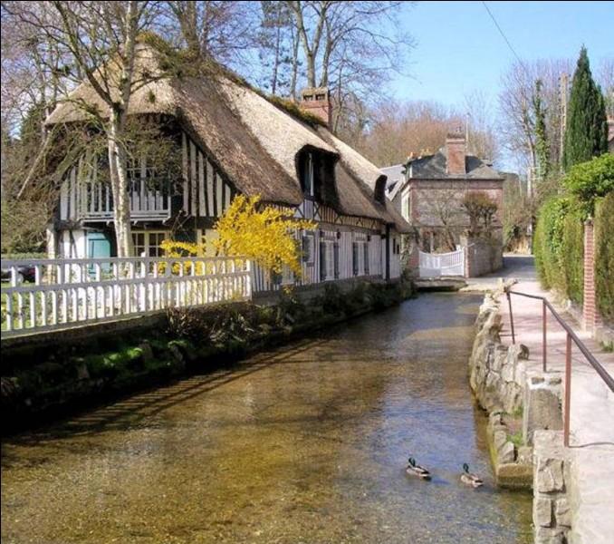On vient de loin pour découvrir son cimetière marin et voir au sein de la chapelle, le vitrail de Georges Braque symbolisant l'Arbre de Jessé . Quel est ce village pittoresque qui a rassemblé de nombreux artistes comme André Breton, Prévert, Monet, Turner et qui se situe sur la Côte d'Albâtre ?