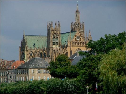 La cathédrale de Metz est de style :