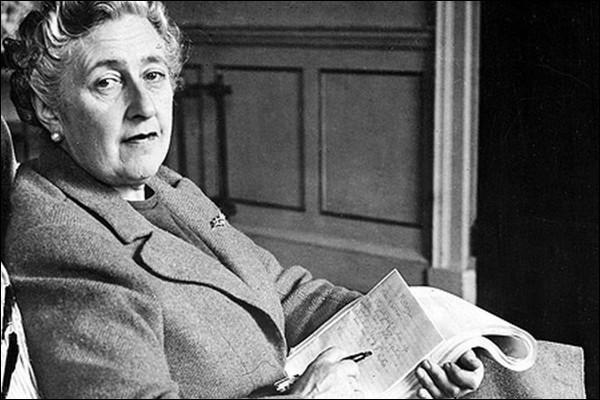 """Hercule Poirot et Miss Marple sont les héros principaux de la talentueuse Agatha Christie. Lequel des deux apparaît dans son dernier roman """"La Dernière Énigme"""", publié en 1976 ?"""