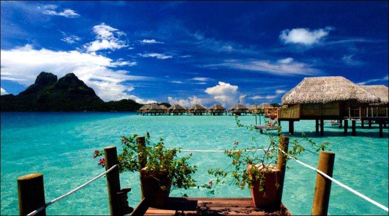 Tahiti est la plus grande et la plus peuplée des îles de la Polynésie française.