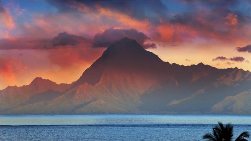 Tahiti est la plus basse île de Polynésie, son point culminant étant le mont 'Orohena (986 mètres d'altitude).