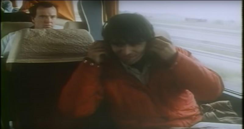 """Cette chanson assez connue figure sur l'album """"Positif"""" de 1984. Pour indice, c'est un single dansant dont le refrain """"...ne sert à rien"""". Quel titre interprétait-il sur ce clip ?"""