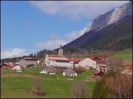 Nous terminons notre balade en Auvergne-Rhône-Alpes, à Rencurel. Village du parc naturel régional du Vercors, il se situe dans le département ...