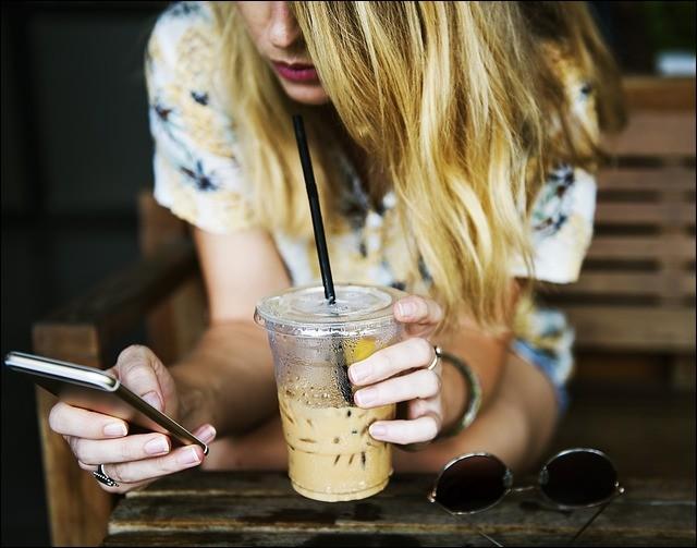 Au début d'une relation, vous avez besoin d'avoir des nouvelles de votre prétendant(e)...