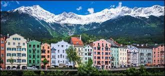 Où se situe la ville d'Innsbruck ?