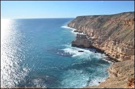 Combien d'océan(s) bord(ent) l'Australie ?
