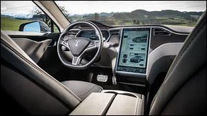 Quelle est la taille de l'écran central d'une Tesla ? ( en pouces )