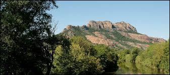 Où se situe le Rocher de Roquebrune ?
