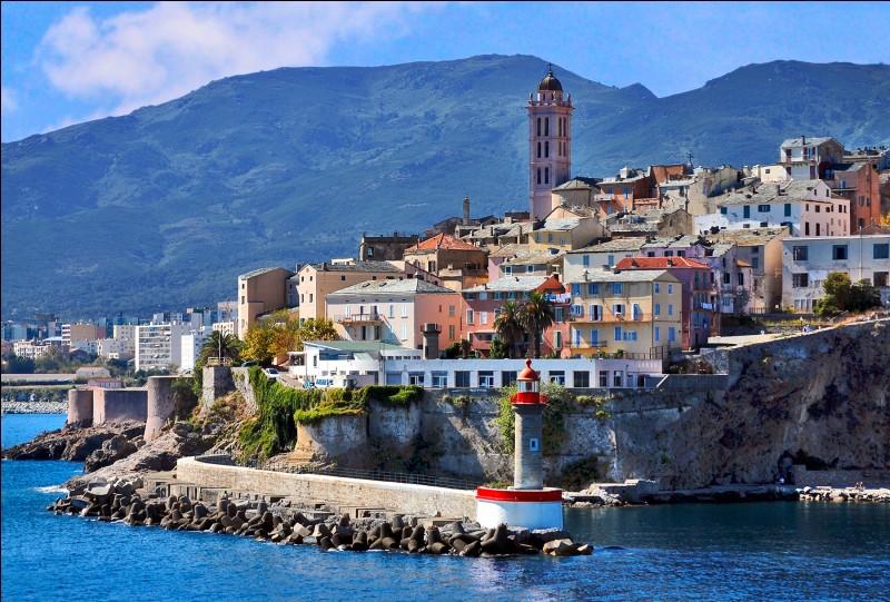 Laquelle de ces villes pouvons-nous visiter en Corse ?