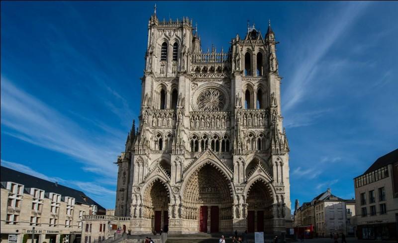 De quelle ville française provient cette célèbre cathédrale Notre-Dame ?