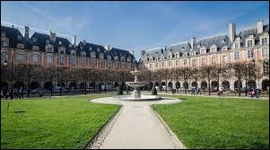 Comment s'appelait la place des Vosges jusqu'en 1800 ?