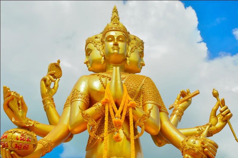 Dieu hindou représenté avec quatre visages et quatre bras, il incarne l'énergie créatrice, quel est son nom ?